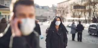 woman wearing mask in covid 19
