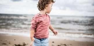 kid-on-beach